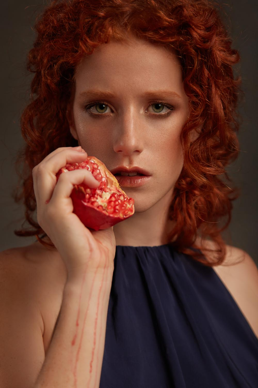 cover-Persephone-Pre-Raphaelites-inspired-photograhy-02